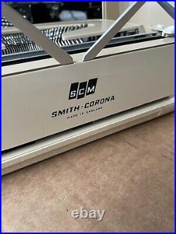 Vintage Smith Corona Corsair lightweight Portable Typewriter Super Clean