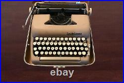 Vintage Smith Corona Silent Super Portable 5T Typewriter With Case, Beige. WORKS